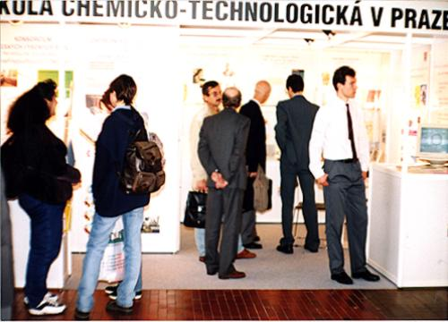 Photo of the expo booth with visitors and representants